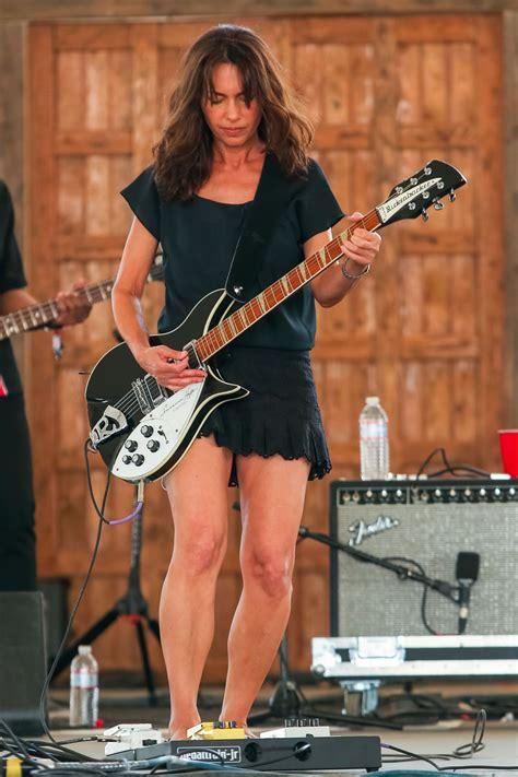 Susanna Hoffs and the Bangles   Susanna hoffs, Guitar girl ...