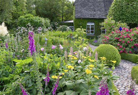 Naturgarten Planen Anlegen Und Gestalten by Blumenbeet Anlegen Anleitung Planen Und Bepflanzen