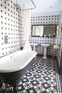 Black and white bathrooms design ideas for Black and white checkered tile bathroom