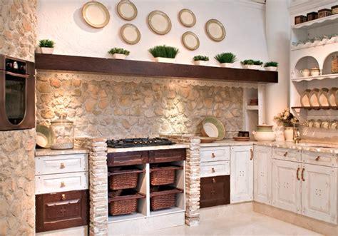 cocina de estilo rustico en color blanco envejecido hoy