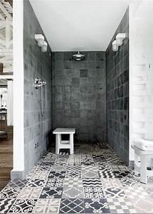 carreaux de ciment dans la salle de bain douche With carreaux douche italienne
