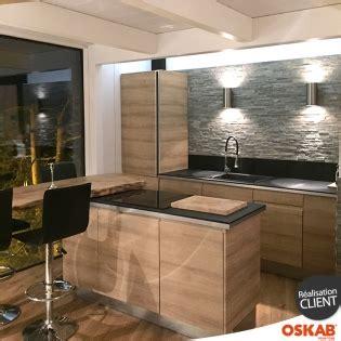 plaquette de parement cuisine cuisine moderne et chaleureuse en bois avec briques de