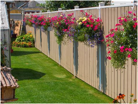 Amazing Backyard Fence Decor With Ghanging Pot
