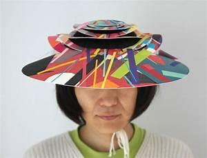 Hut Aus Papier : sommerzeit sonnenzeit hut aus papier papiere art reste buntheit wegwerfen damit ~ Watch28wear.com Haus und Dekorationen