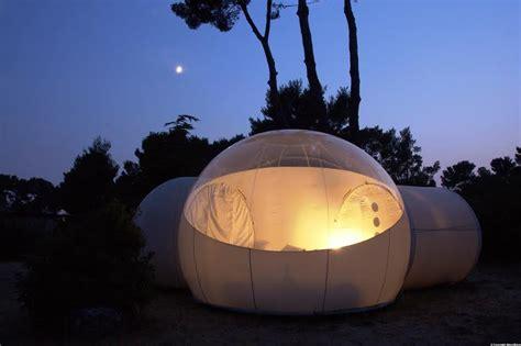 chambre bulle dans la nature reportage escapade insolite dans une bulle sous les