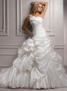 sleeveless wedding dresses looking chic and with strapless gown wedding dresses sangmaestro
