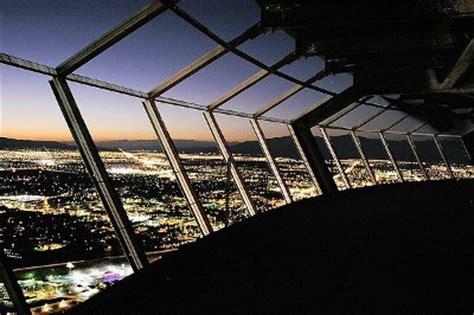 Stratosphere Tower Observation Deck by Sensations Fortes En Haut De La Stratosph 232 Re