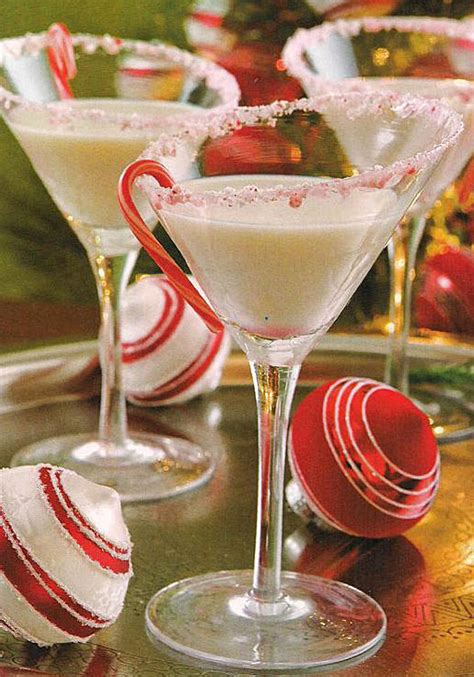 christmas martinis martie knows parties blog weekend cocktail recipe peppermint bark martini