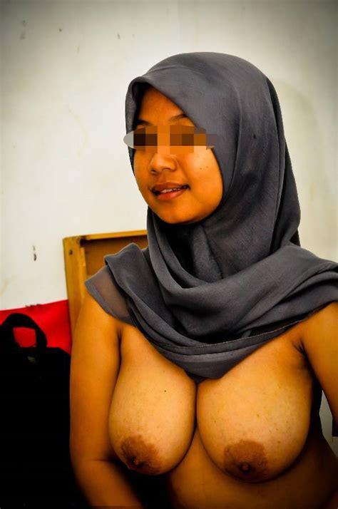 Jilbab Naked Public