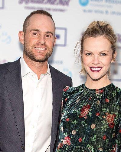 latest updates   tennis player andy roddick  model brooklyn deckers happy married