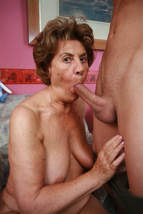Oma Granny Blowjob