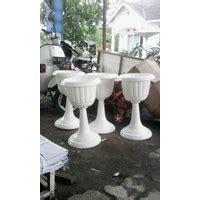 jual vas pot bunga plastik coklat putih tulip piala