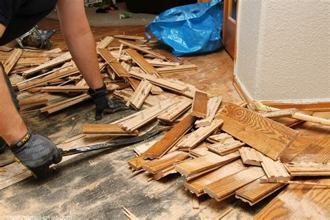 Home Improvement: How to Remove Hardwood Flooring the Best Way