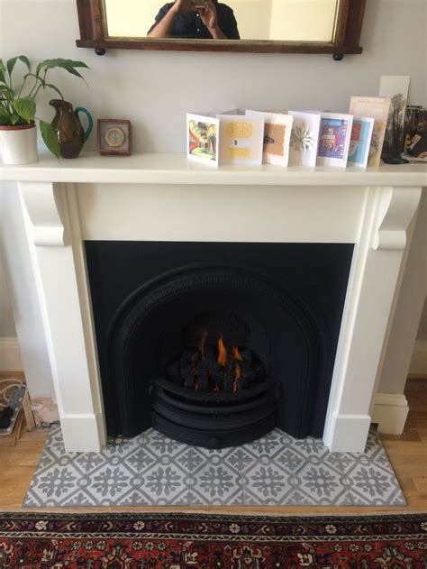 Fireplace Tiles And Hearths by The 25 Best Ideas About Fireplace Hearth On Pinterest