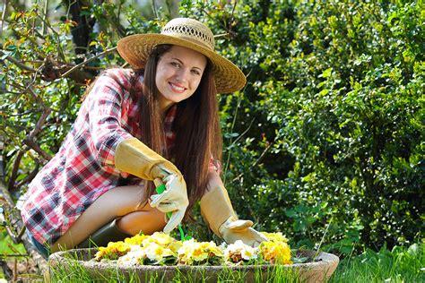 Arbeiten Im Garten Im Herbst by Gartenarbeit H 228 Lt Gesund Und Macht Gl 252 Cklich