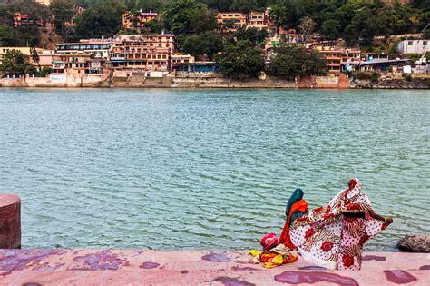 top rishikesh ashrams  yoga  meditation