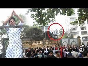 Crazy Fans Outside Shahrukh Khan's House Mannat To Wish ...
