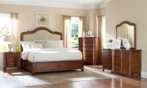Broyhill Fontana Bedroom