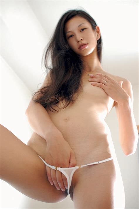 Sexy Asian Aura Micro Bikini Model Babe Nude Amateur Girls