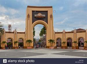 Entrance to Universal Studios theme park in Orlando ...