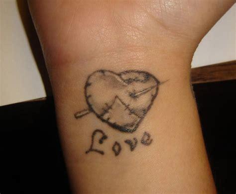 Tatouage Poignet Femme Coeur
