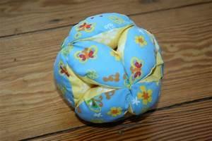 Spielzeug Für Babys : greifball n hen viideotutorial von haus mit dem ~ Watch28wear.com Haus und Dekorationen