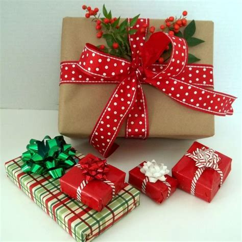 how to wrap a christmas present pin by rachel mullen on cute christmas stuff pinterest