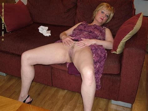 Nude UK Mature British Housewife Dee - big photo #6