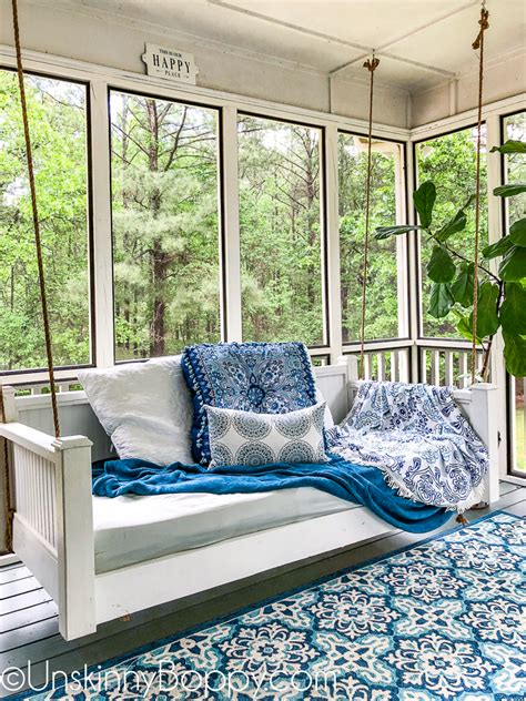 screened   porch decorating ideas  swinging day bed