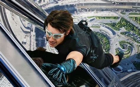 Tom Cruise Climbing Up Burj Khalifa In Mission Impossible
