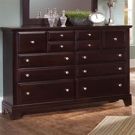 vaughan bassett dresser knobs dresser with 7 drawers by vaughan bassett wolf