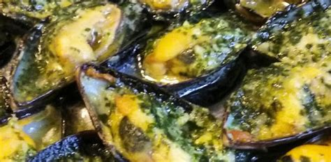 cuisiner les moules moules farcies au beurre d 39 ail persillé aux fourneaux