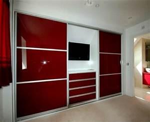 Kleiderschrank Mit Platz Für Fernseher : ein moderner kleiderschrank in ihrem schlafzimmer 15 tolle ideen ~ Frokenaadalensverden.com Haus und Dekorationen