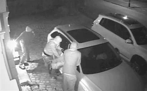 thieves hack   steal keyless entry cars