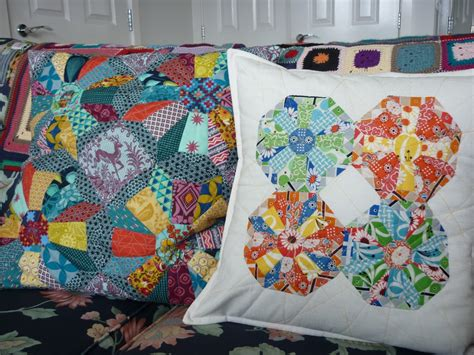 cartwheels epp block   sew  patchwork cushion