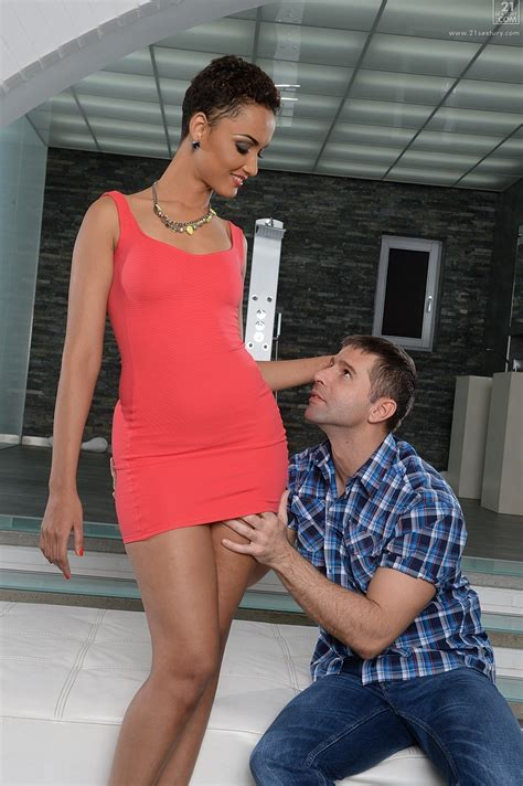 Smoking Hot Housewife Is Often Having Sex MILF Fox