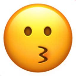 kissing face emoji uf