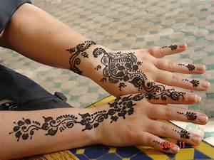Henna Hand Tattoos For Girls | makedes.com