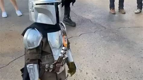 There's nothing cuter than this kid cosplaying The ...