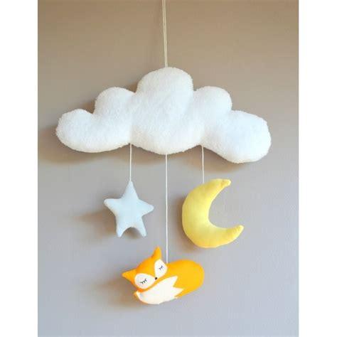deco fait chambre bebe mobile fait avec un petit renard un écureuil pour décorer la chambre de bébé avec