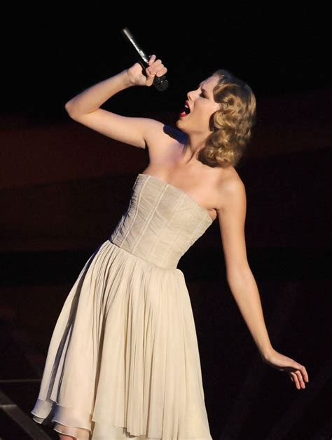 taylor swift strapless dress taylor swift