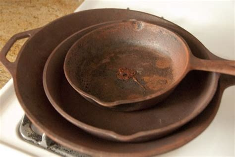 cast iron cleaning how to clean season rusty cast iron skillets apartment therapy