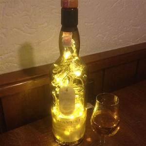 Flasche Mit Lichterkette : die besten 25 flaschenregal ideen auf pinterest ~ Lizthompson.info Haus und Dekorationen