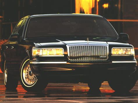 Lincoln Town Car Specs Safety Rating Mpg Carsdirect