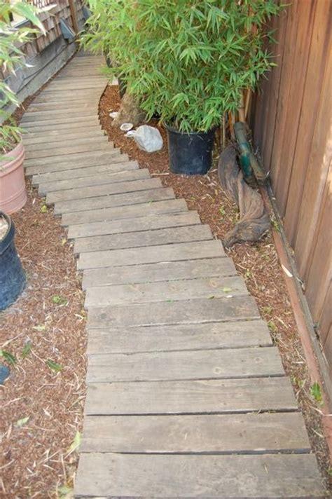 preciosas ideas de caminos de jardin  madera