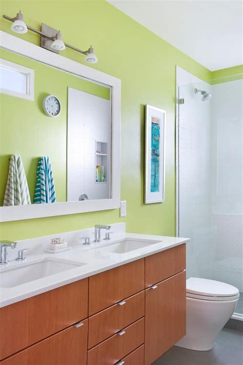 bold bathroom colors    statement hgtvs