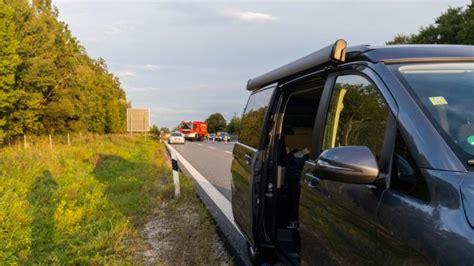 horror unfall auf der autobahn  mutter  faellt aus