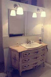 Ancienne commode de campagne revisitee par luminance for Salle de bain design avec campagne décoration magazine