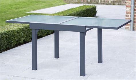 table de jardin avec rallonge table de jardin carr 233 e extensible grise anthracite 4 224 8 personnes