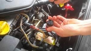 Pompe A Injection Clio 2 : enlever remettre le connecteur de pompe a injectio youtube ~ Gottalentnigeria.com Avis de Voitures